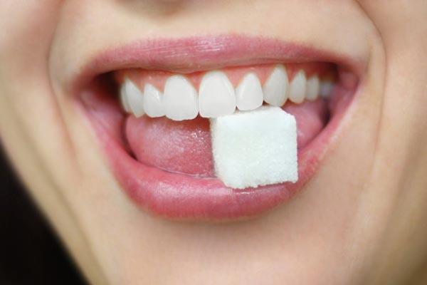 تاثیر قند روی دندان ها