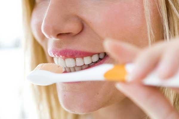 سفیدکردن دندان با جوش شیرین